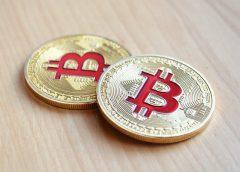 Bitcoin prolomil hranici 12 000 USD